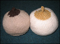 _42545369_knittedbreasts203.jpg